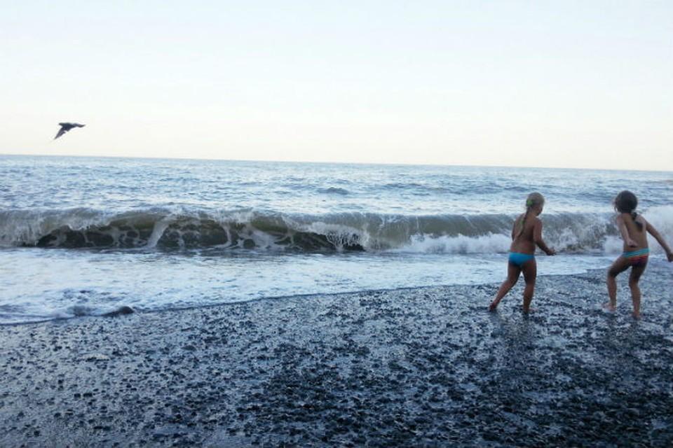 Температура морской воды от +22 до +24 градусов.
