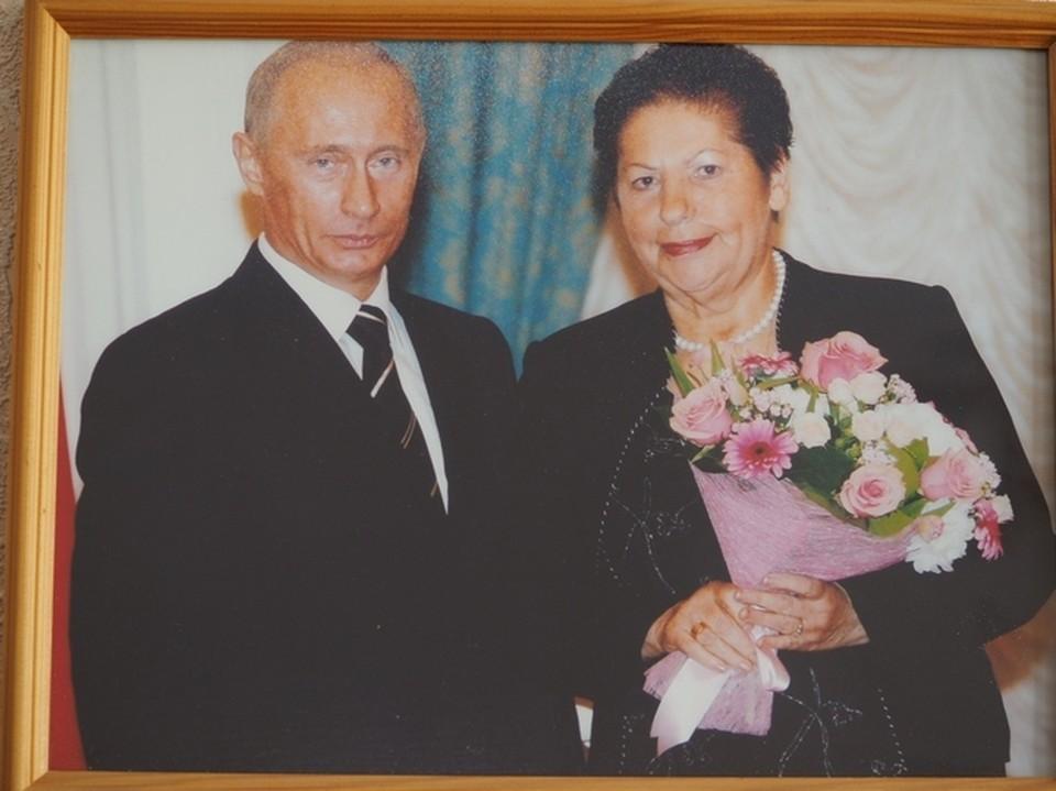 Президент Владимир Путин и Валентина Комарова, Москва, Кремль, 2006 год.