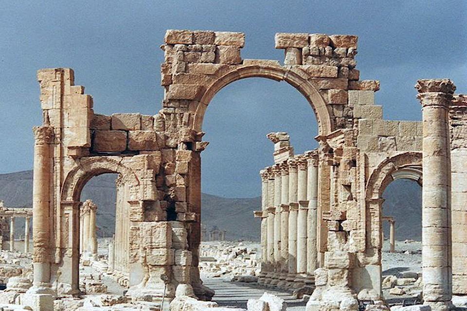 На этот раз террористы взорвали Триумфальную арку
