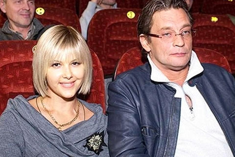 О том, что Ларису Черникову и Александра Домогарова связывают романтические отношения все узнали в 2010 году