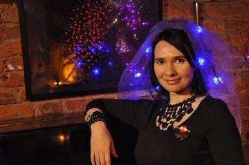 Петербургская художница в честь Нового года будет бесплатно катать пенсионеров на лимузине