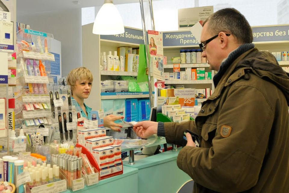Треть участников опроса сообщили, что по-прежнему продолжают покупать те же лекарства и в том же объеме, что и раньше.