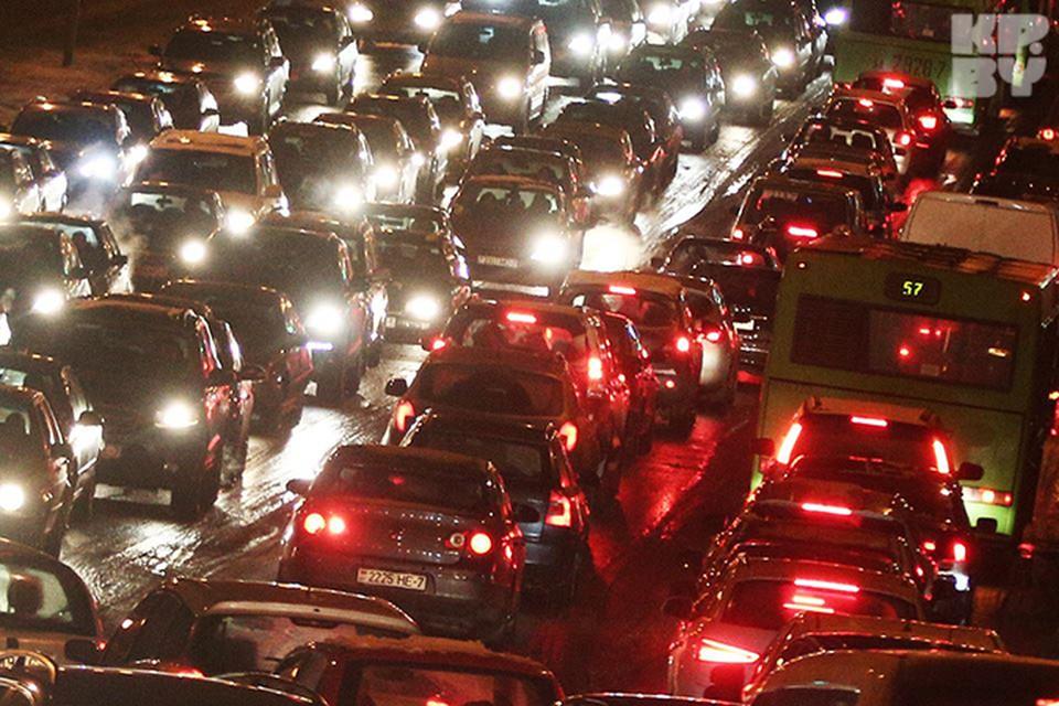 Из-за предновогодней суеты машин на дорогах Минска стало больше на треть.