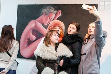 Поп-арт, графика, принт: в Бресте открылась выставка работ молодых художников «Усе разам»
