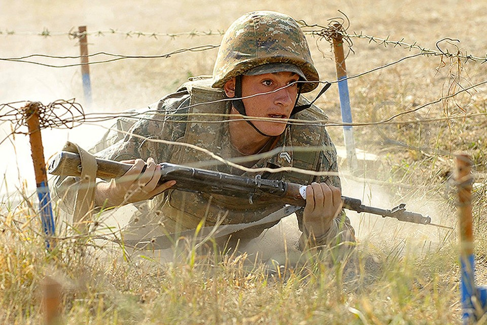 Тренировка бойца армии обороны Нагорного Карабаха.