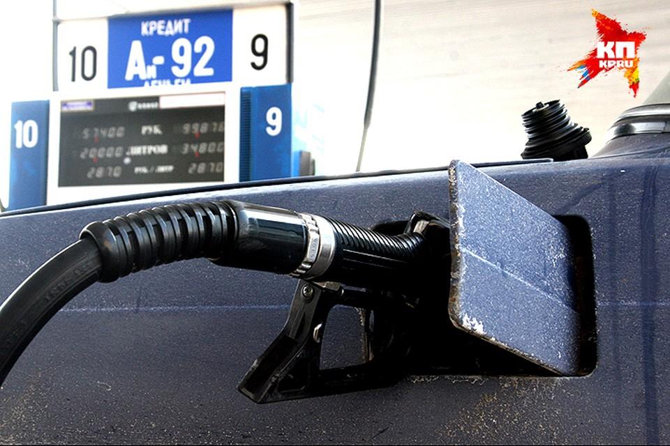 """""""Комсомолка"""" изучила скидки на АЗС и выяснила, где самый дешевый бензин и соляка."""
