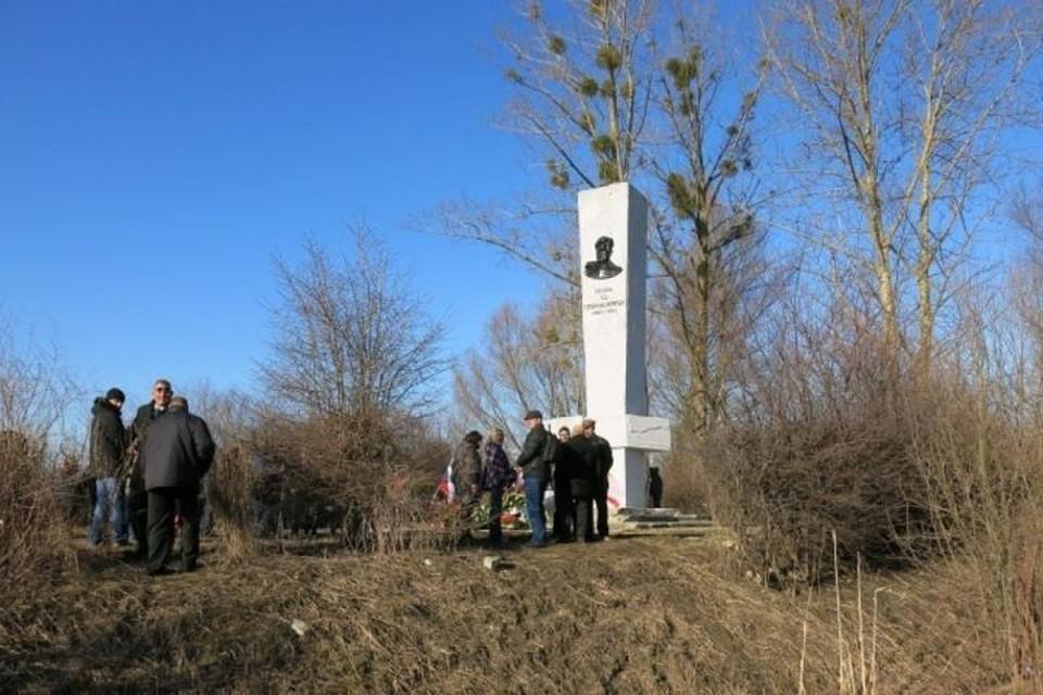 Памятник генералу Черняховскому в польском Пененжно