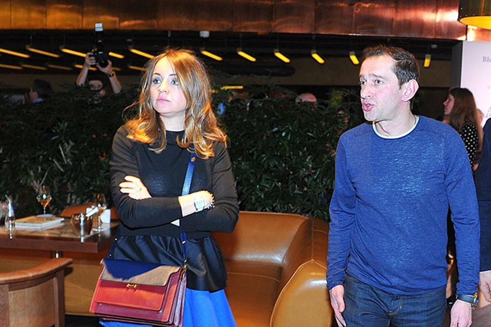 Константин и Ольга ожидают пополнения в семье в конце мая.