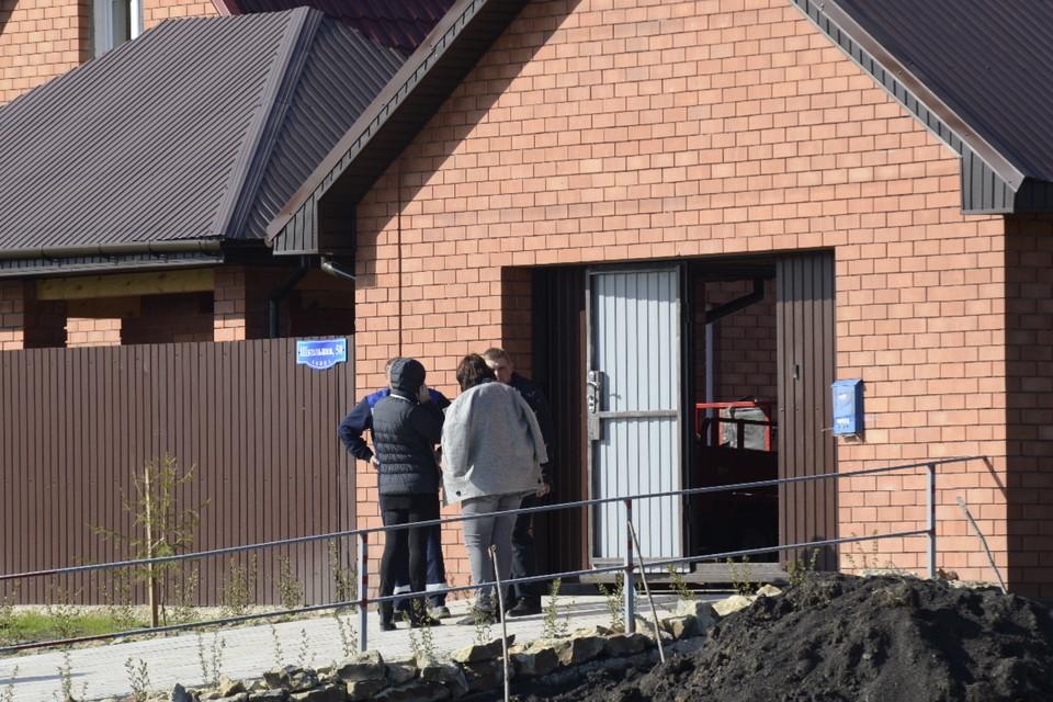 Следователи пытаются выяснить, как преступники забрались в дом