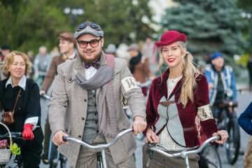 В Евпатории Остап Бендер с Элочкой-Людоедочкой погоняют на велосипедах