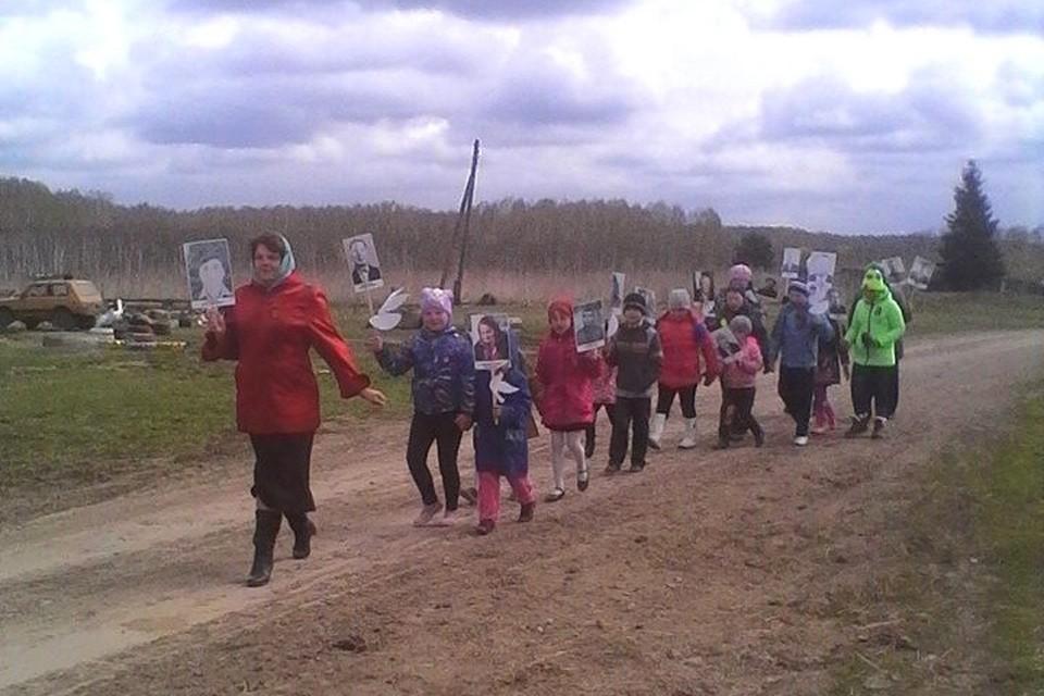 «Бессмертный полк» в селе Тарнаево Новосибирской области. Фото: Ольга АКИМОВА-АКЕНТЬЕВА