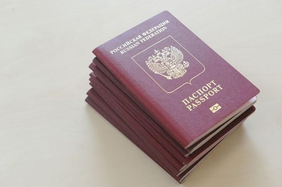 За загранпаспортами надо обращаться в главное управление.