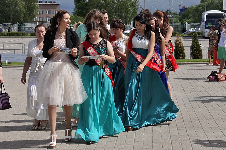 Секс видео на выпускном вечери в москве