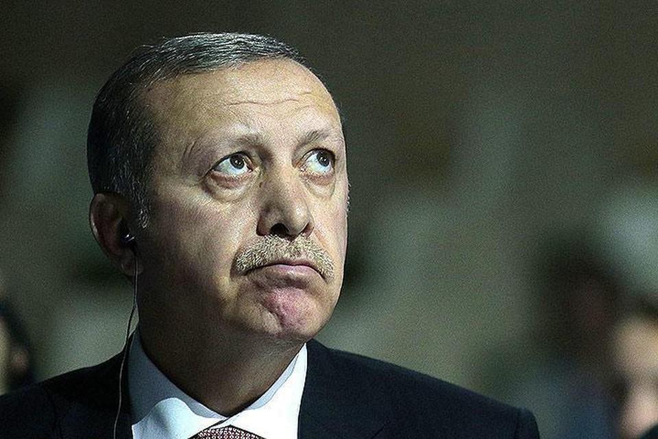 """Эрдоган в обращении к гражданам призвал своих сторонников выйти на улицы, чтобы """"защитить демократию"""""""