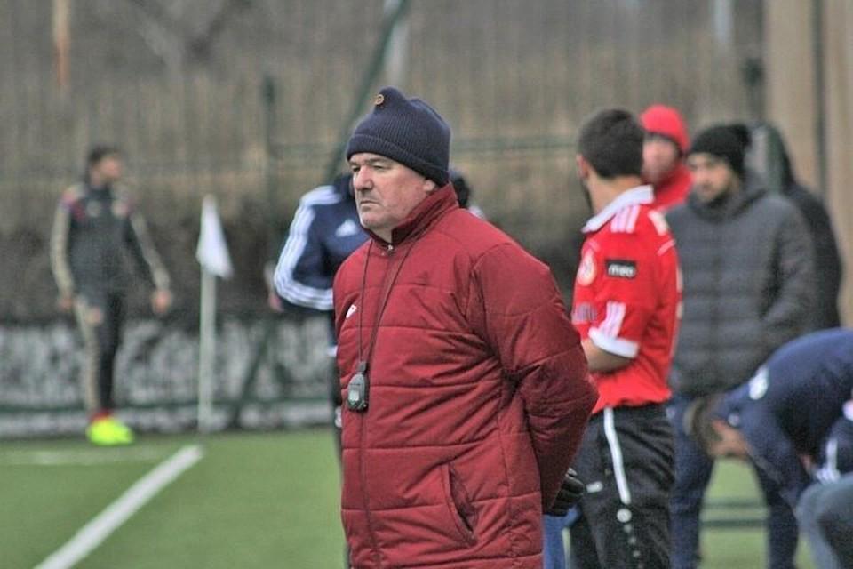 Известный тренер Сергей Андреев находится в аэропорту Стамбула