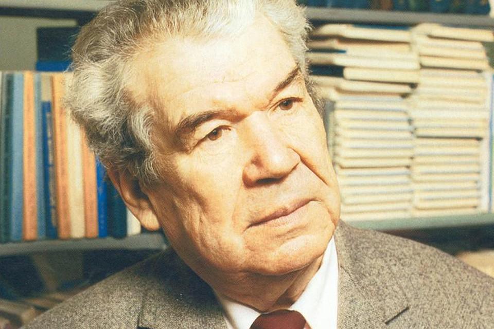 Мустай Карим, несмотря на фронтовые болячки, прожил 85 лет. Его не стало в 2005 году.