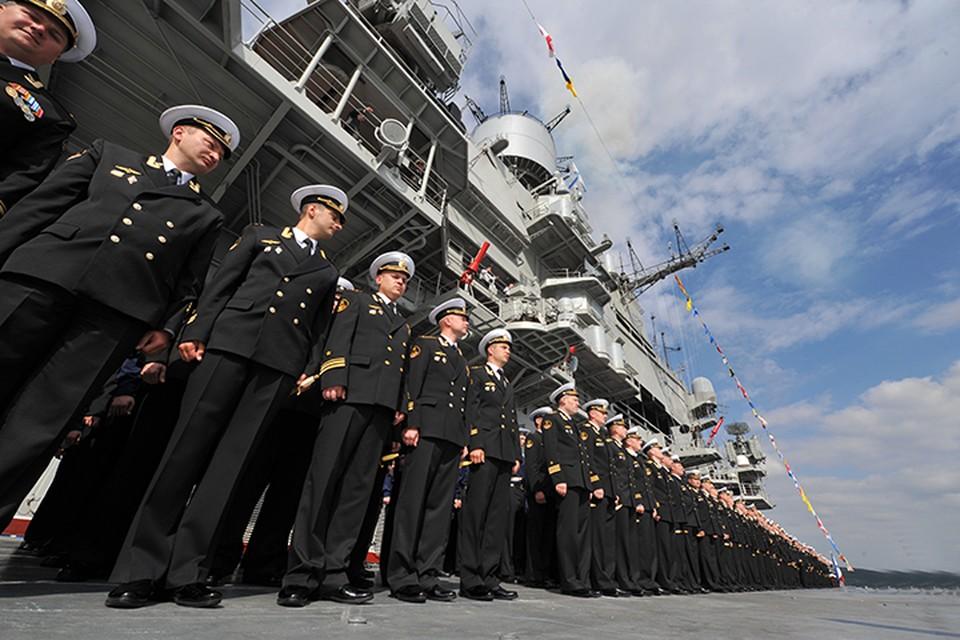 Всех, кто умножает военно-мосркую славу России - с праздником!