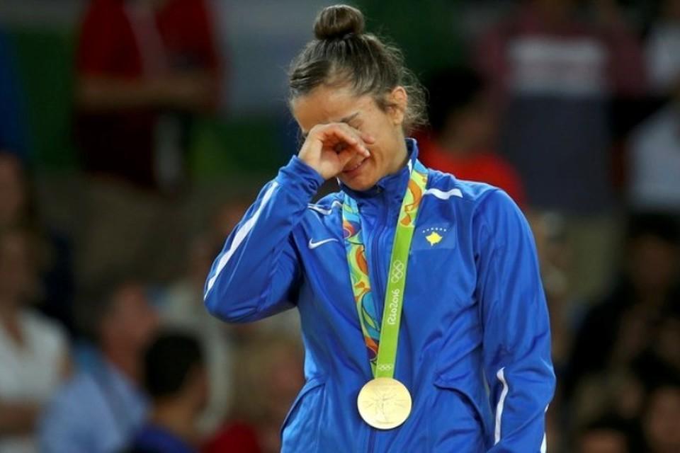 Майлинда Кельменди расплакалась от счастья - она первая олимпийская чемпионка в истории своей страны
