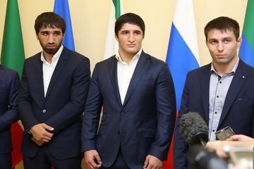 Олимпийским чемпионам с Северного Кавказа в Пятигорске подарили наручные часы