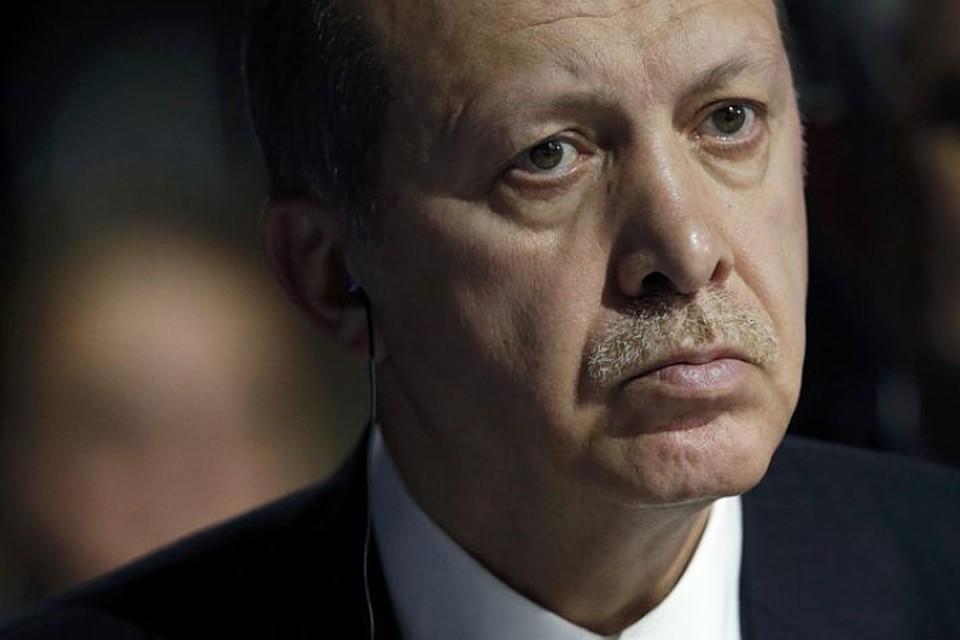 Эрдоган – совсем не ангел. Есть серьезные признаки его замешанности в коррупционных схемах, говорят турки. Но сегодня он дает шанс России победить в Сирии и устоять в мире