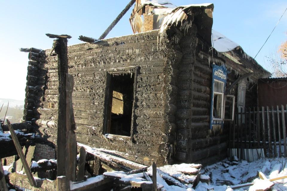 Дом, в котором произошли два первых убийства сгорел почти полностью.