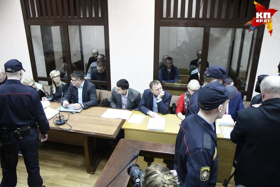 16 фигурантов уголовного дела обвиняют в том, что за несколько лет они незаконно получили 852 тысячи долларов.