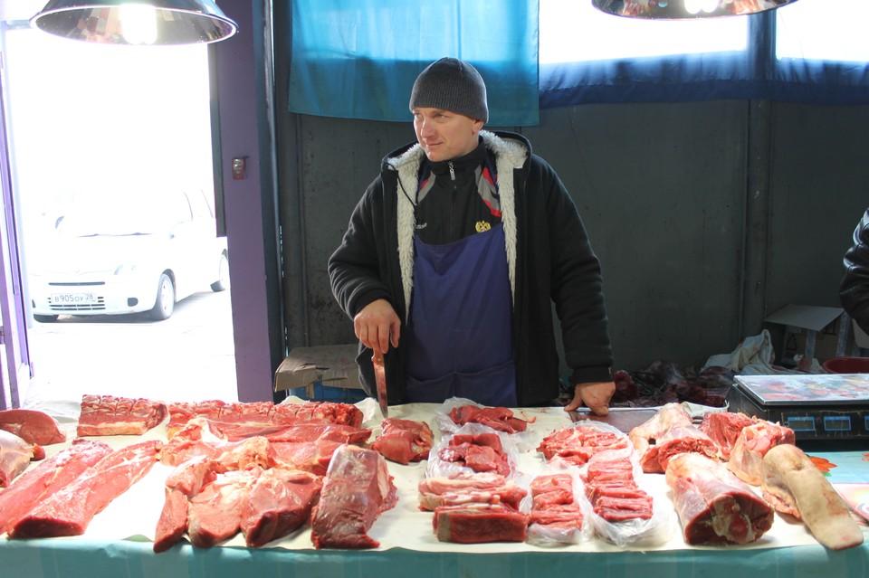 Очередной мониторинг показал, что значительно дешевле сейчас стоят мясо и колбаса.