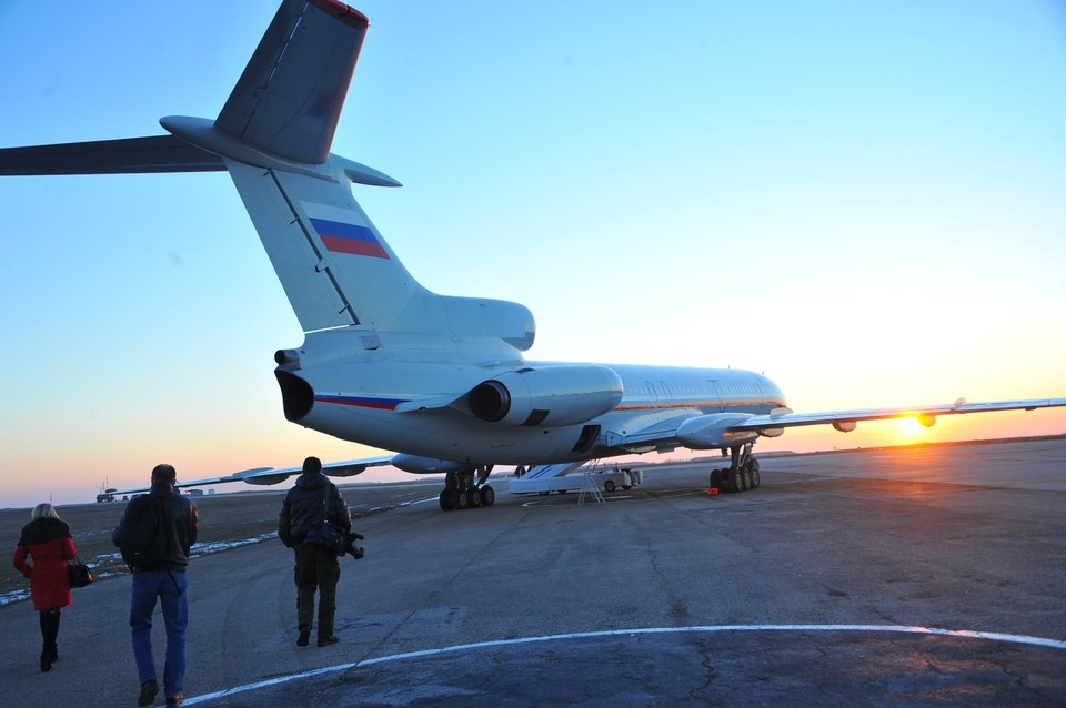 На борту лайнера могут находиться около сотни человек, самолет не является гражданским.