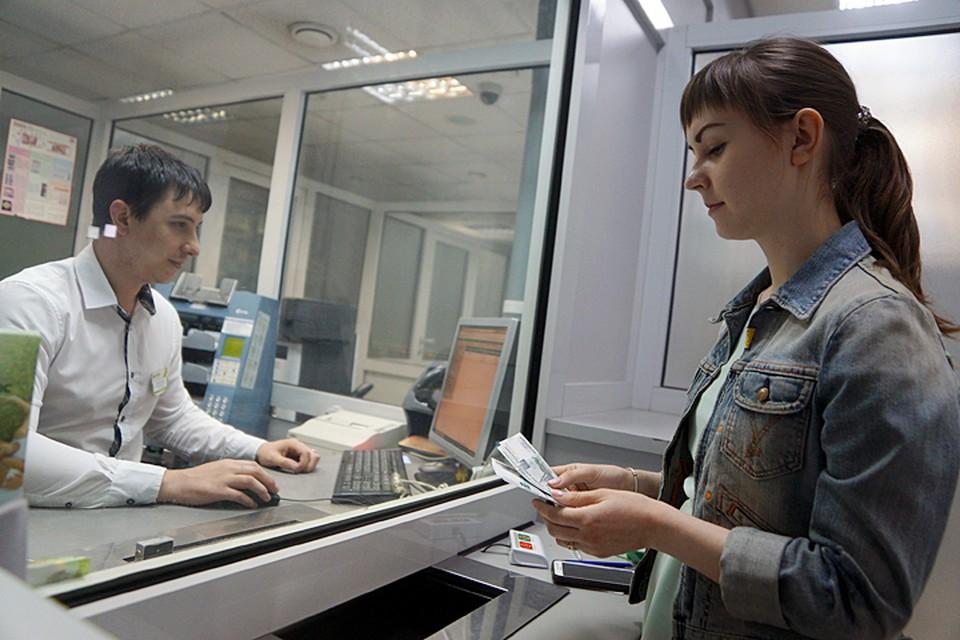 Банковские вклады хороши тем, что принести туда можно и совсем небольшую сумму - хоть тысячу рублей