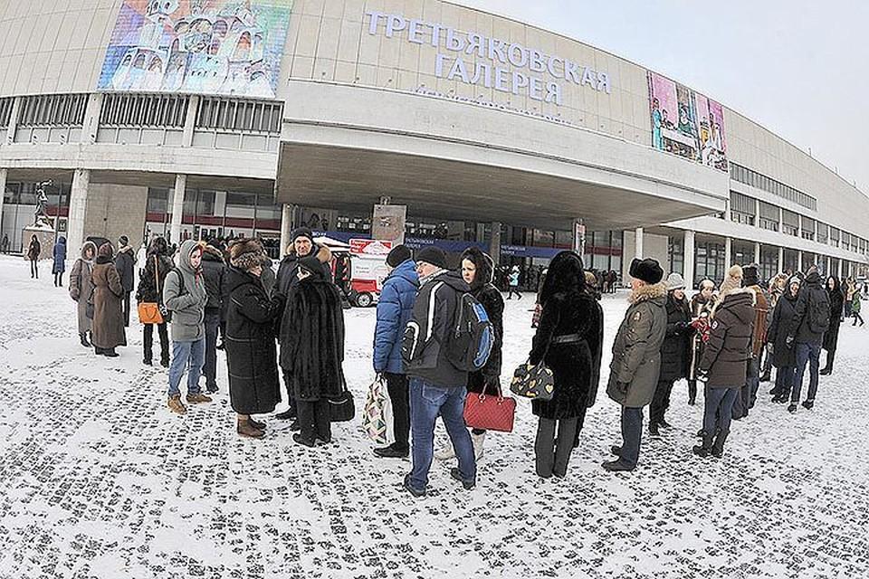 Одним из самых неожиданных и до сих пор необъясненным явлением остается очередь на Серова в Третьяковку.