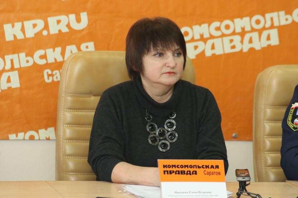 О рейдах по магазинам, продающим настойки и лосьоны, в эфире рассказала Елена Никонова, представитель областного Роспотребнадзора