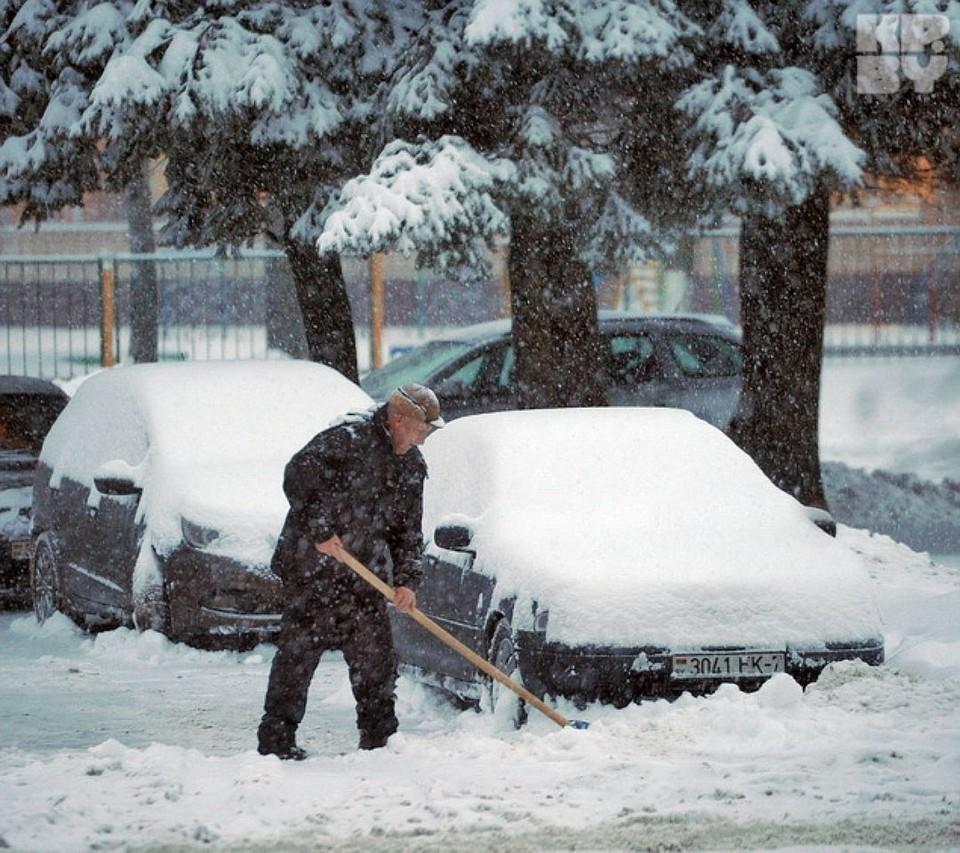 Спор за расчищенное от снега место обернулся дракой. Фото: из архива.