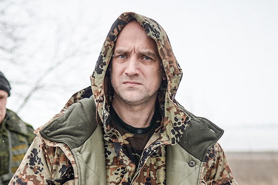 Батальон Захара Прилепина находится на линии соприкосновения с украинскими войсками. В прямой видимости. На расстоянии выстрела