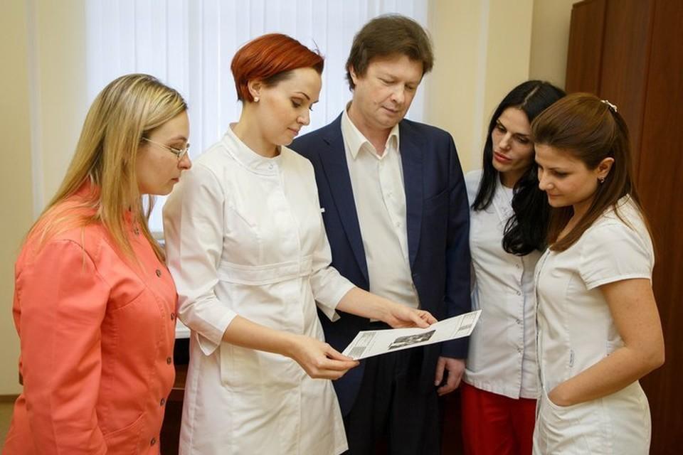 Команда клиники «Аймед». В центре - главный врач Владимир Алексеевич Самусенков.