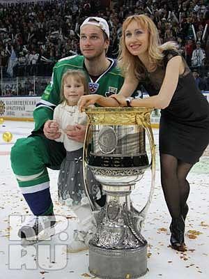 жены хоккеистов салавата юлаева фото мам распирает