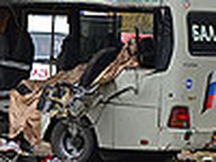 Бензовоз столкнулся с школьным автобусом: двое детей погибли