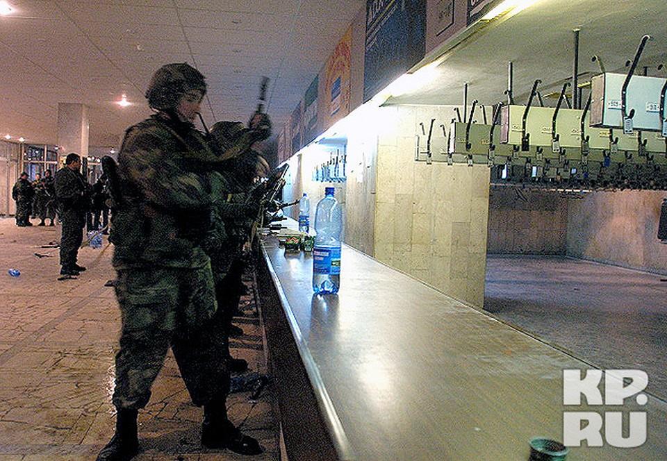 Спецназ вошел в здание Театрального центра на Дубровке.