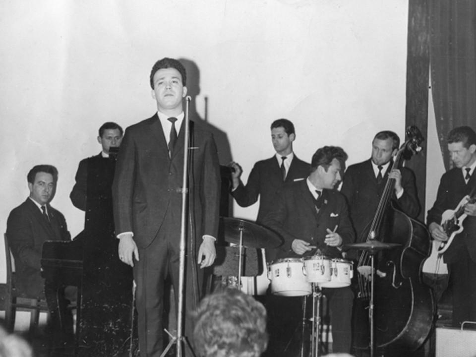 С начала 1970-х годов Кобзон ведёт сольную карьеру
