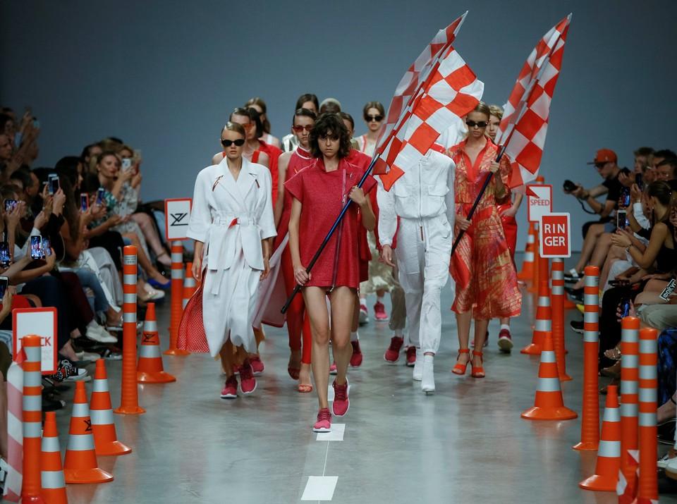 Украинские дизайнеры Татьяна Земскова и Алена Ворожбит представили на неделе моды в Киеве новую коллекцию.