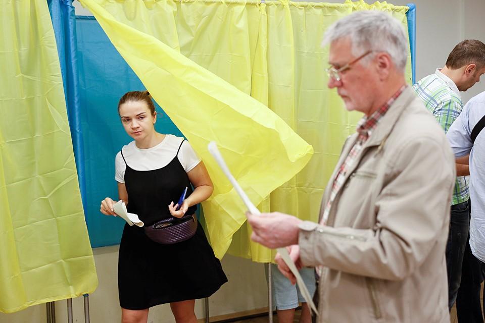 На Украине сегодня проходят внеочередные парламентские выборы