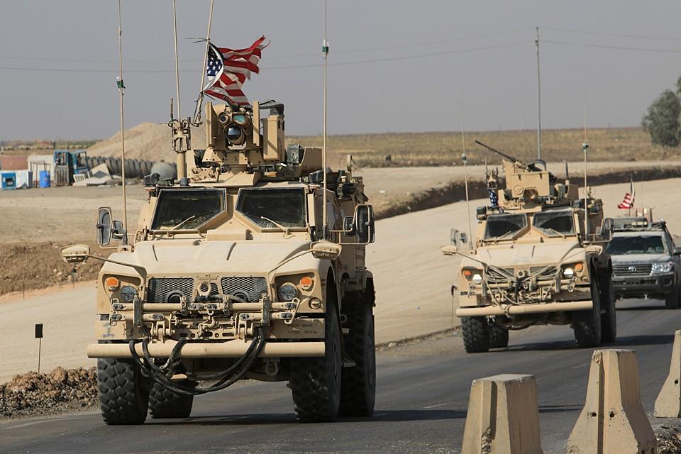 Американская транспортная колонна из Северного Ирака въехала на территорию Сирии. Планируется, что они завершат эвакуацию военнослужащих США