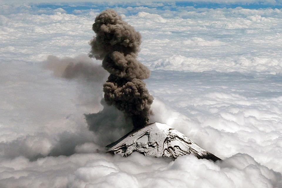 """Вулкан Попокатепетль """"проснулся"""" недалеко от мексиканской столицы"""