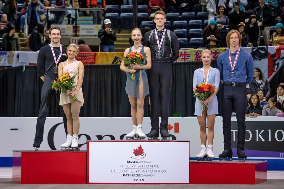В турнире спортивных пар на Гран-при по фигурному катанию Skate Canada у россиян сразу два призовых места – первое у Александры Бойковой и Дмитрия Козловского, бронза у Евгении Тарасовой и Владимира Морозова. Второе место у канадского дуэта
