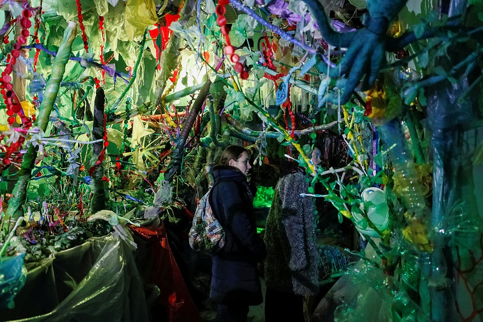 В Киеве представили интерактивную выставку о вреде чрезмерного потребления пластика