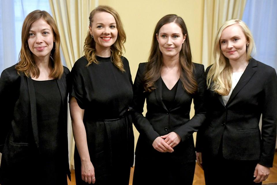 Новый премьер-министр Финляндии Санна Марин (вторая справа) с министрами своего правительства: Ли Андерссон (министр образования), Катри Кулумни (министр финансов) и Мария Охисало (министр внутренних дел).