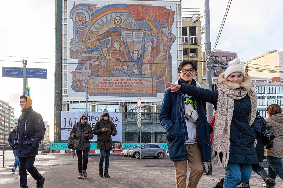 Мозаичное панно на торце здания бывшей типографии Детская книга отстояли жители района Марьина Роща. Много лет оно было закрыто рекламой