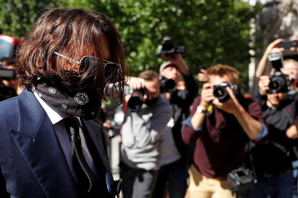 Джонни Депп подал иск в Высокий суд Лондона против британской газеты The Sun, которая в 2018 году утверждала, что актер совершал акты физического насилия в отношении своей бывшей супруги актрисы Эмбер Херд
