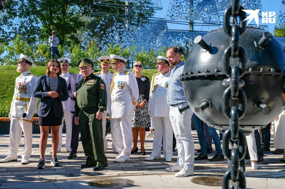 В Кронштадте торжественно открыли Аллею героев российского флота. В рамках первой очереди Музейно-исторического парка «Остров фортов» в городе воинской славы появилось новое культурное пространство для отдыха горожан.