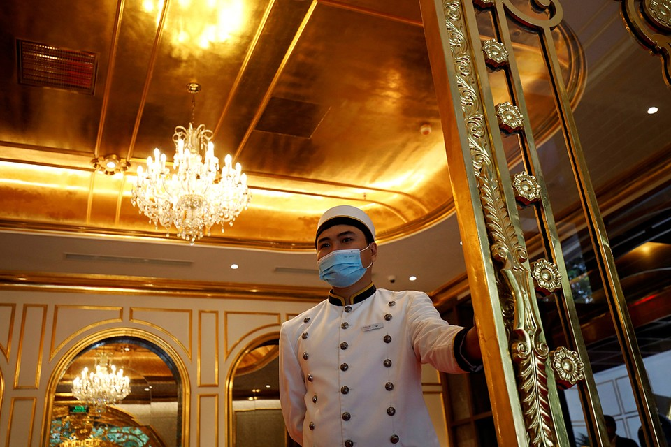 В Ханое открылся первый мире золотой отель Dolce Hanoi Golden Lake. Фасад и интерьер 25 этажного здания отделаны 24-каратным золотом