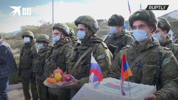 Жители Степанакерта поздравили российских миротворцев с профессиональным праздником